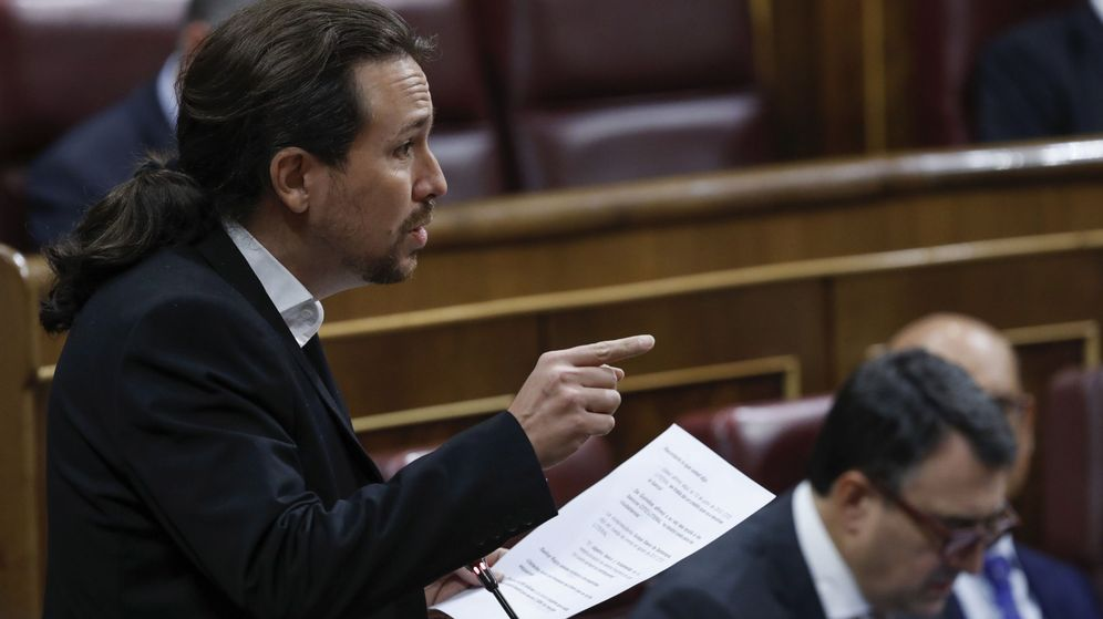 Foto: El secretario general de Podemos, Pablo Iglesias, formula una pregunta al presidente del Ejecutivo, Mariano Rajoy. (EFE)