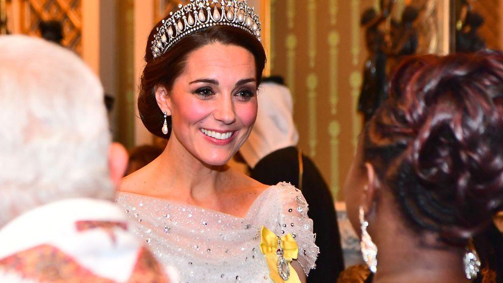 Isabel II le otorga a Kate Middleton la máxima condecoración (mayor que la de Harry)