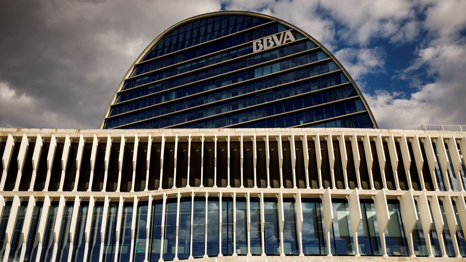 Foto: File photo: the headquarters of the spanish bank bbva are seen in madrid