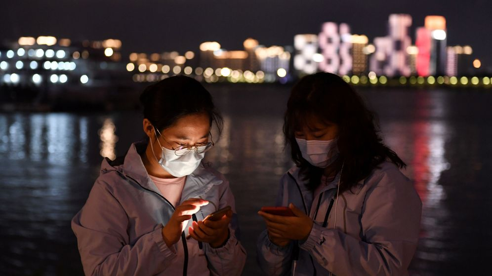 Foto: Trabajadores médicos en Wuhan, China. (Reuters)