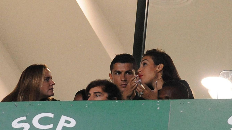 Georgina Rodríguez luce un gran 'pedrusco' en su mano: ¿se casa con Cristiano Ronaldo?