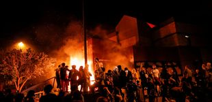 Post de Prenden fuego a estación de Policía en otra noche de protestas en Mineápolis