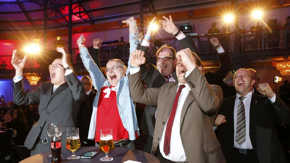 Foto: Miembros del AfD celebran los resultados electorales en su sede en Berlín (Reuters).