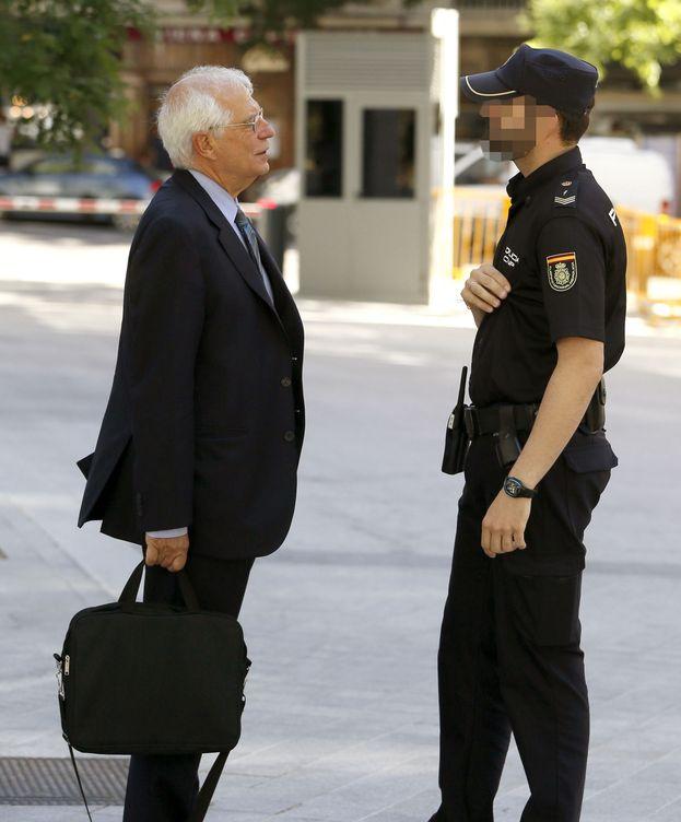 Foto: Borrell llega para declarar. (Efe)