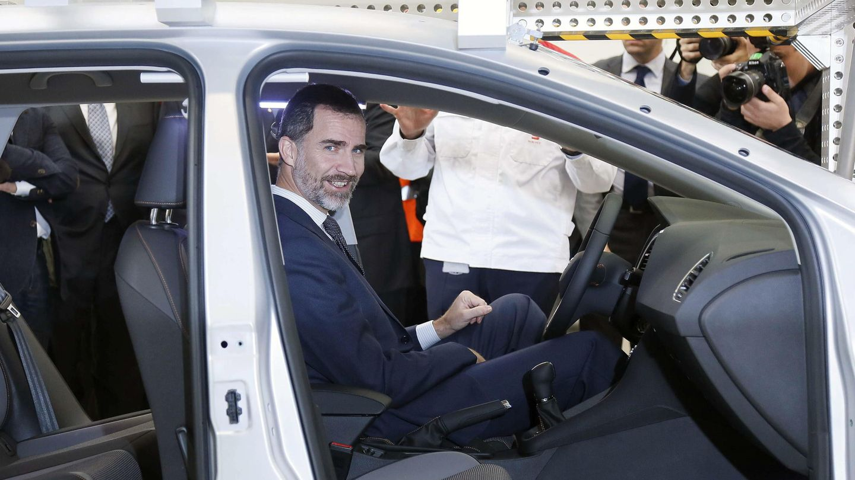 El rey Felipe, en la fábrica de Seat de Martorell en 2014. (EFE)
