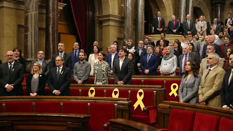 Canto de 'Els Segadors' en el Parlament de Catalunya. (EFE)