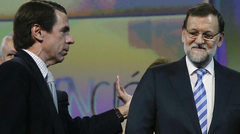 Foto: El presidente del Gobierno, Mariano Rajoy, junto a José María Aznar. (Efe)