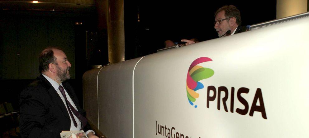 Foto: El nuevo presidente de AEDE, José Luis Sainz (i), en un acto de Prisa. (Efe)