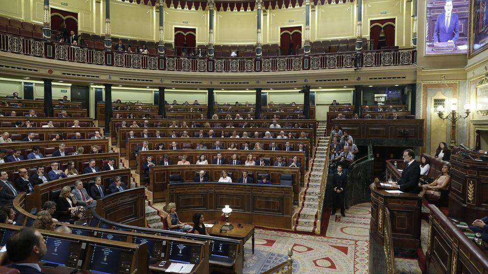 Foto: El presidente del Gobierno, Mariano Rajoy, comparece en el pleno del Congreso de los Diputados. (EFE)