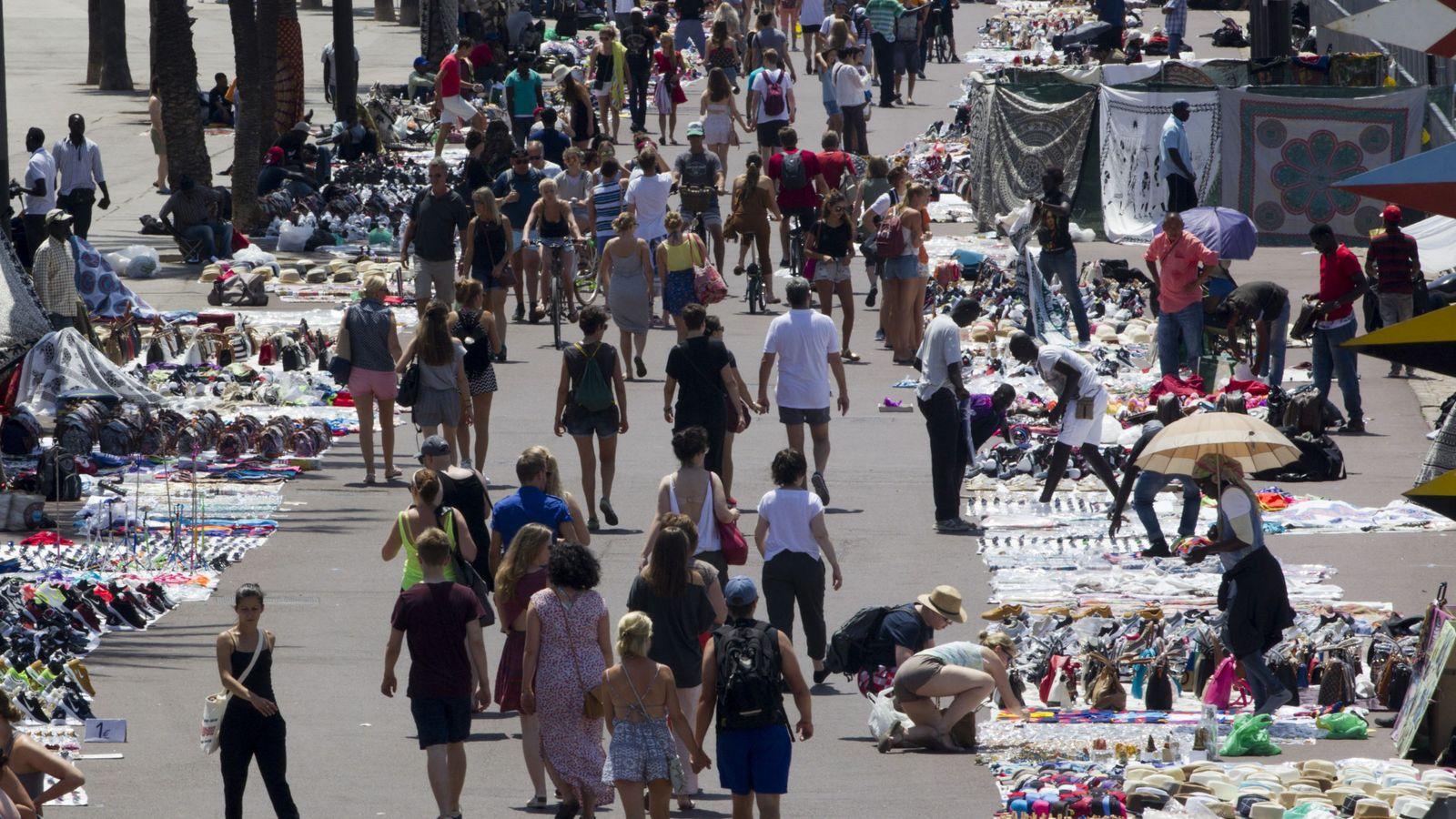 Foto: Barcelona intensificarÁ la actuaciÓn policial contra la venta irregular