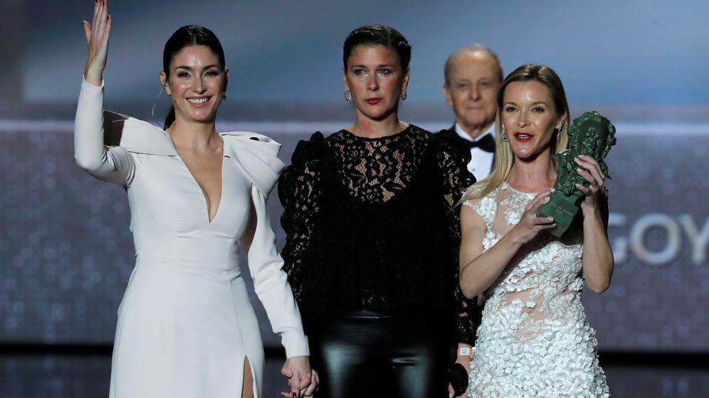 Foto: as hijas de Pepa Flores Marisol, (i-d) Celia Flores, Tamara Gades y Maria Esteve recibieron el Goya de honor en nombre de su madre (EFE).