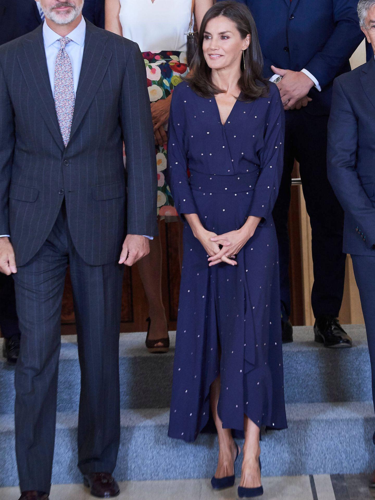 La reina Letizia, con vestido de Maje. (LP)