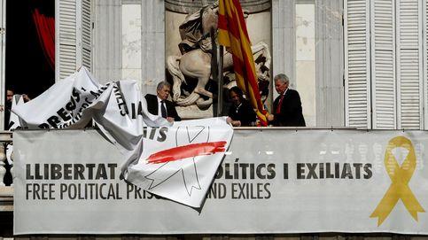 Directo | La Conselleria de Economía retira la pancarta con el lazo blanco y rojo