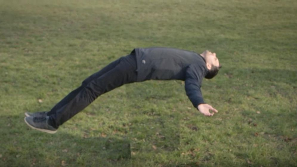 Resultado de imagen para mago dynamo levitación caminar sobre las aguas