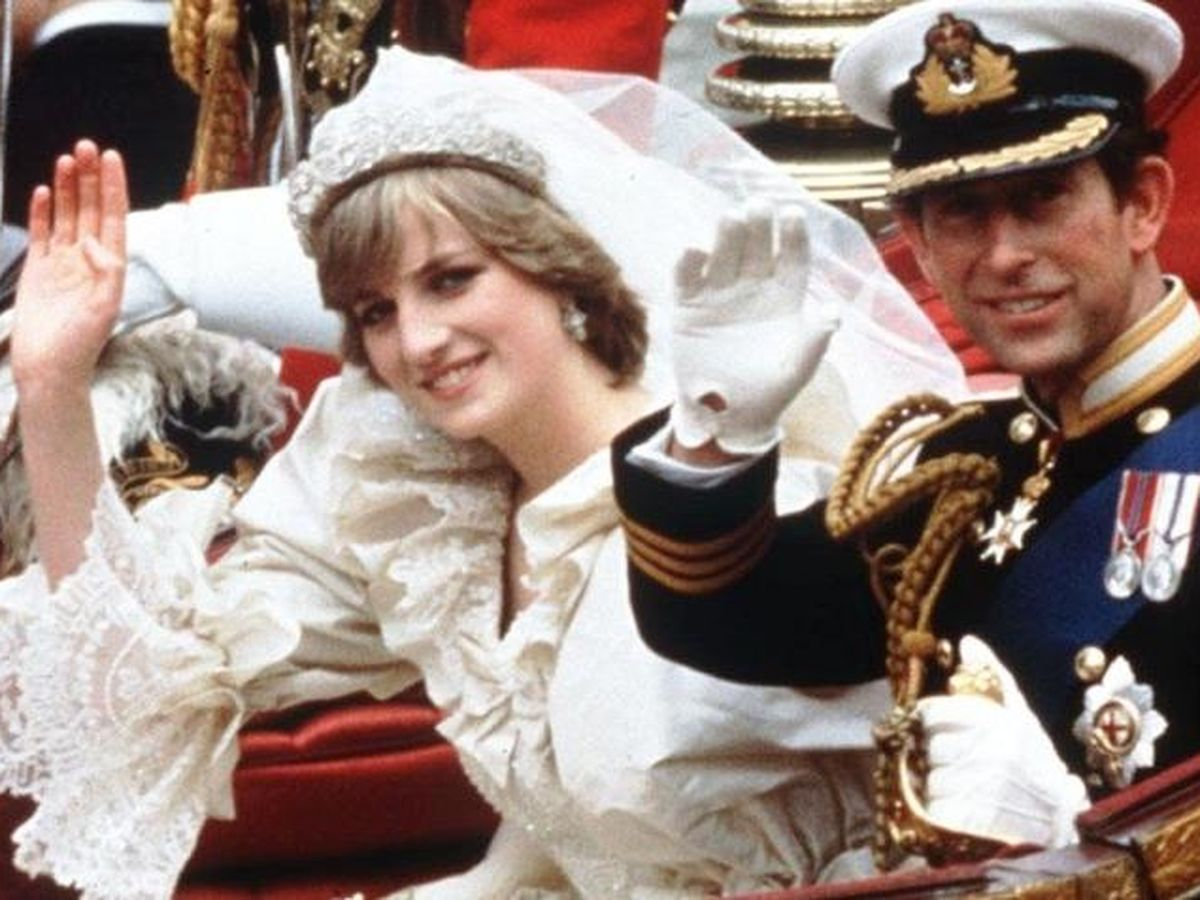 Foto: El príncipe Carlos de Inglaterra y Diana de Gales, el día de su boda. (AP)
