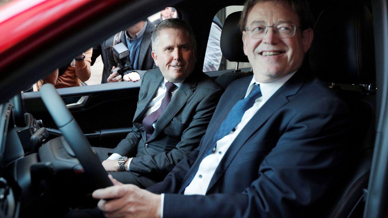 Foto: Ximo Puig y el presidente de Ford Europa, Stuart Rowley. (EFE)