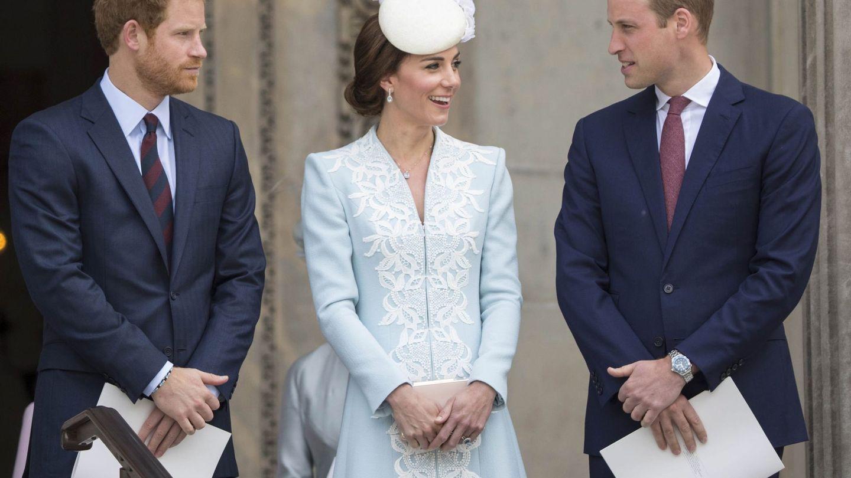El príncipe Harry, la duquesa de Cambridge y al príncipe Guillermo en una imagen de archivo. (EFE)