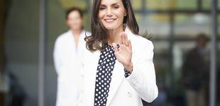 Post de Doña Letizia recupera por segunda vez la blusa más polémica de su vestidor
