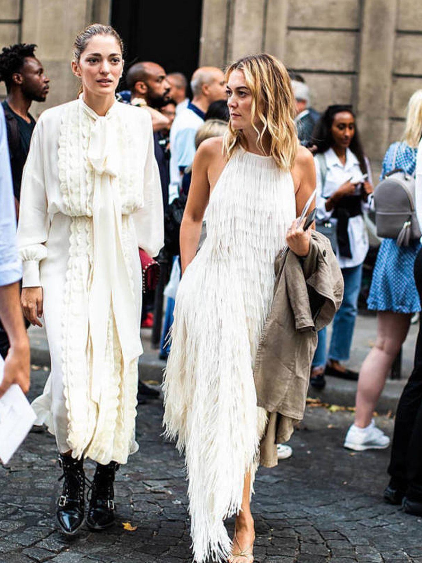 Marta Ortega junto a Sofía Sánchez de Betak a la salida del desfile de alta costura de Valentino. (@qdresscode)