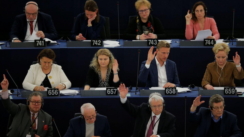 Eurodiputados durante el Pleno del Parlamento Europeo (REUTERS)