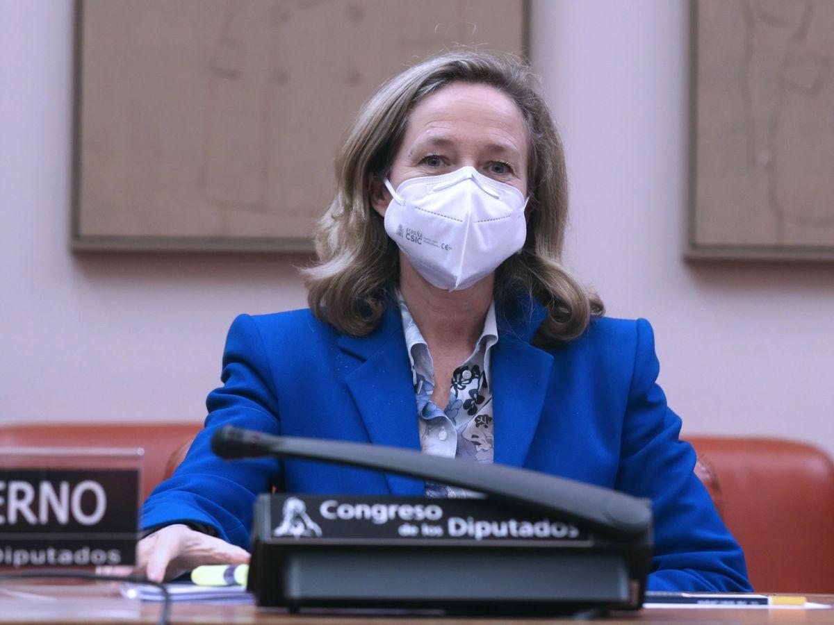 Foto: La vicepresidenta económica, Nadia Calviño, en una comparecencia en el Congreso. (EFE)