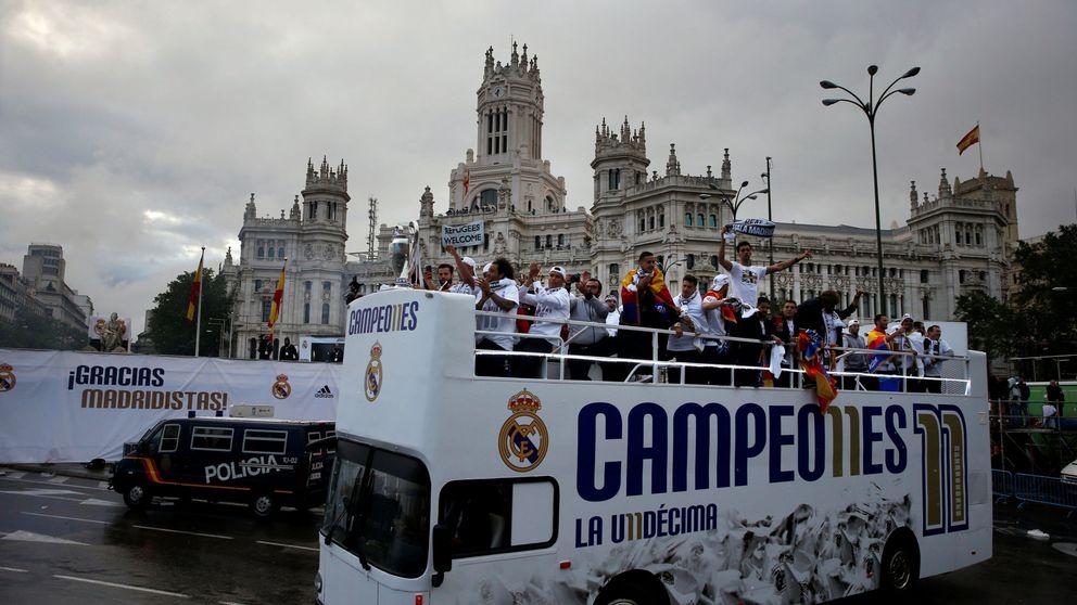El Bernabéu se venga: Piqué, cabrón, saluda al campeón