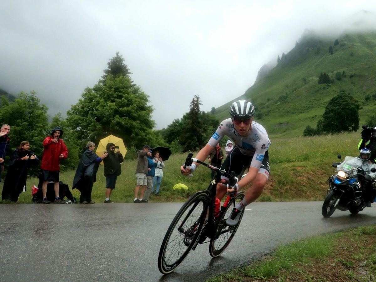 Foto: Tadej Pogacar en plena acción durante el Tour de Francia. (EFE)