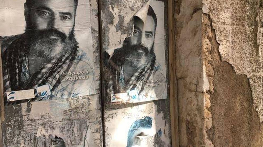 Foto: Carteles antiguos de una candidatura de Sánchez Gordillo a la alcaldía de Marinaleda. (Javier Caraballo)