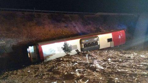 El vuelco de un autobús en la A-1 a la altura de Lerma deja 21 heridos, uno de ellos grave