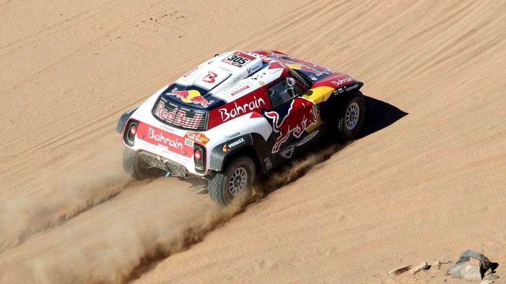 Foto: Carlos Sainz, durante la tercera etapa del Rally Dakar. (EFE)