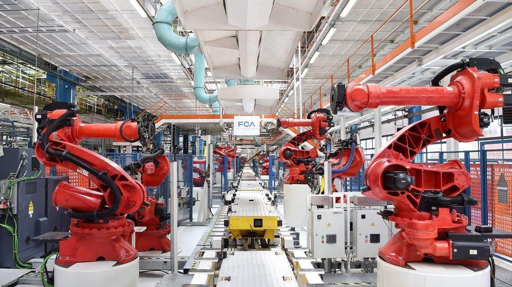 Foto: Línea de fabricación del Fiat 500 Eléctrico, en Milán. (Reuters)