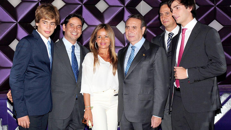 Pedro Trapote y sus hijos, en una imagen de archivo. (Gtres)