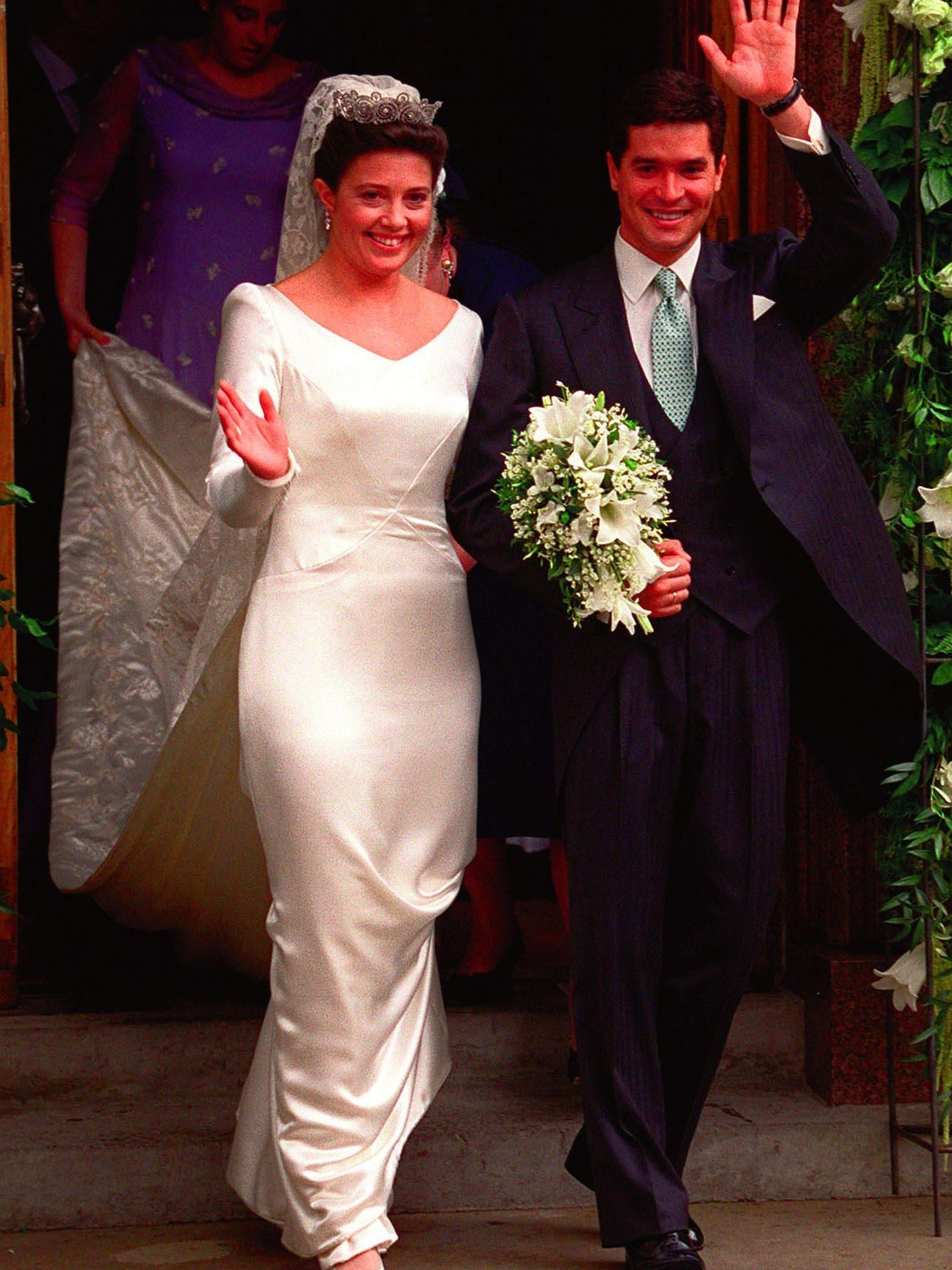 Alexia de Grecia y Carlos Morales Quintana, en su boda. (AP Photo/Dave Thomson)