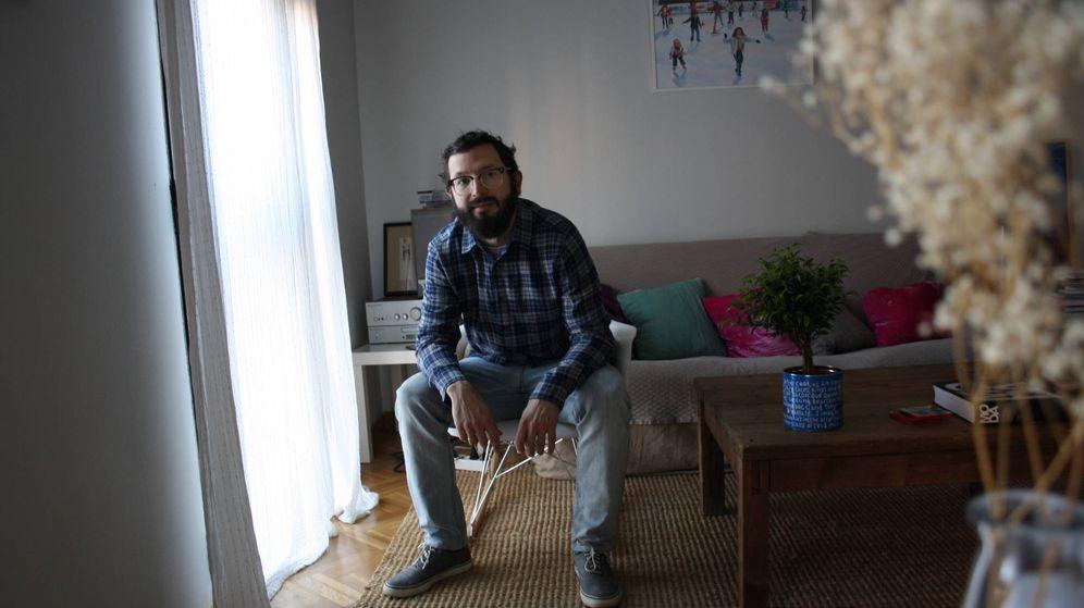 Foto: El escritor Paco Bescós, autor de 'El costado derecho'