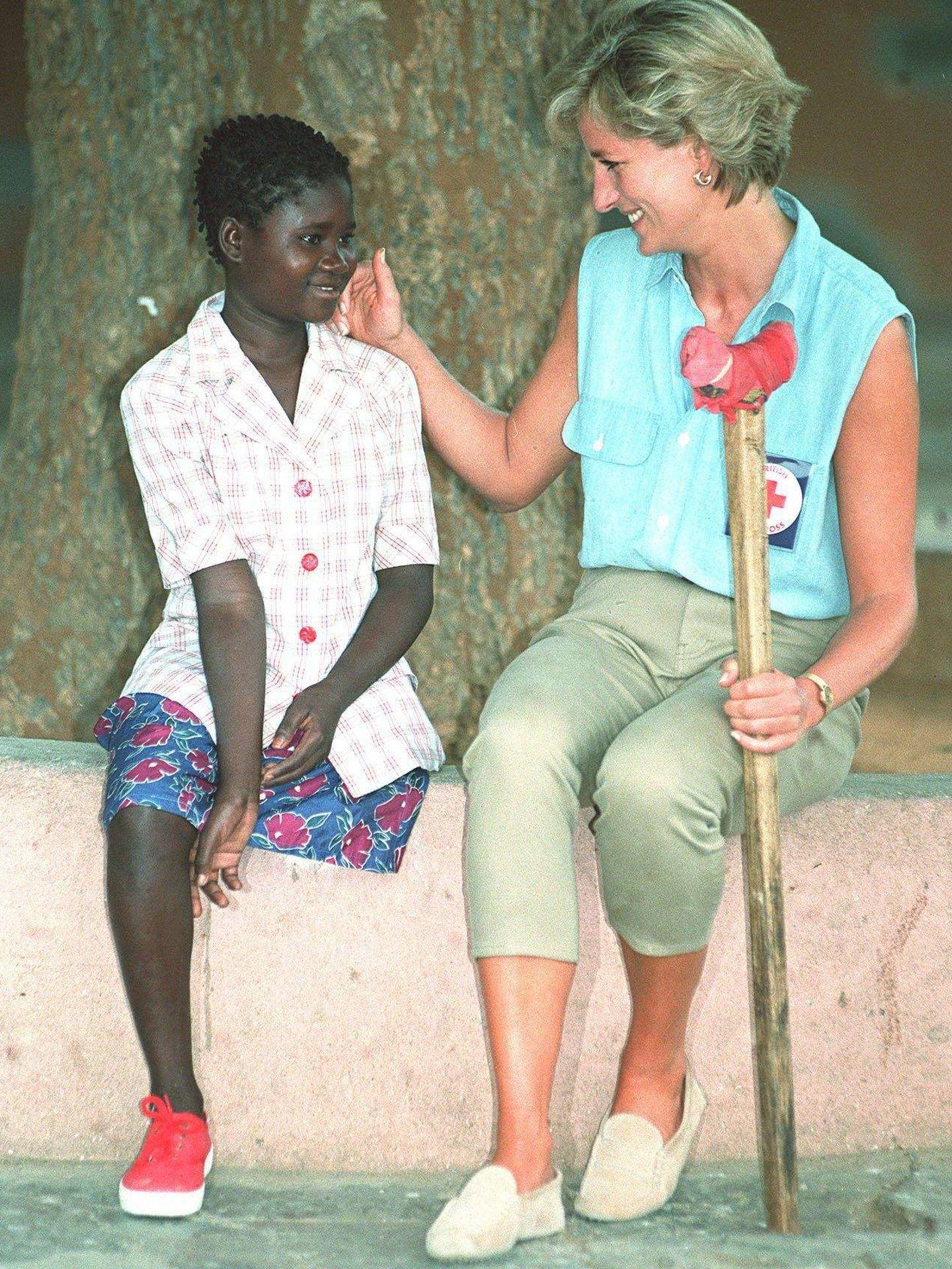 La princesa Diana de Gales con Sandra en 1997. (Cordon Press)