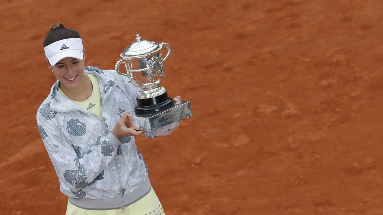 Foto: Garbiñe Muguruza levantó su primer Grand Slam en París (Gonzalo Fuentes/Reuters)