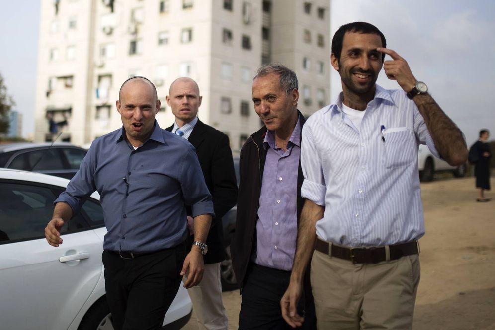 Foto: Naftalí Bennett, líder del partido Hogar Judío, en Ashkelon durante la campaña electoral de 2015. (Reuters)