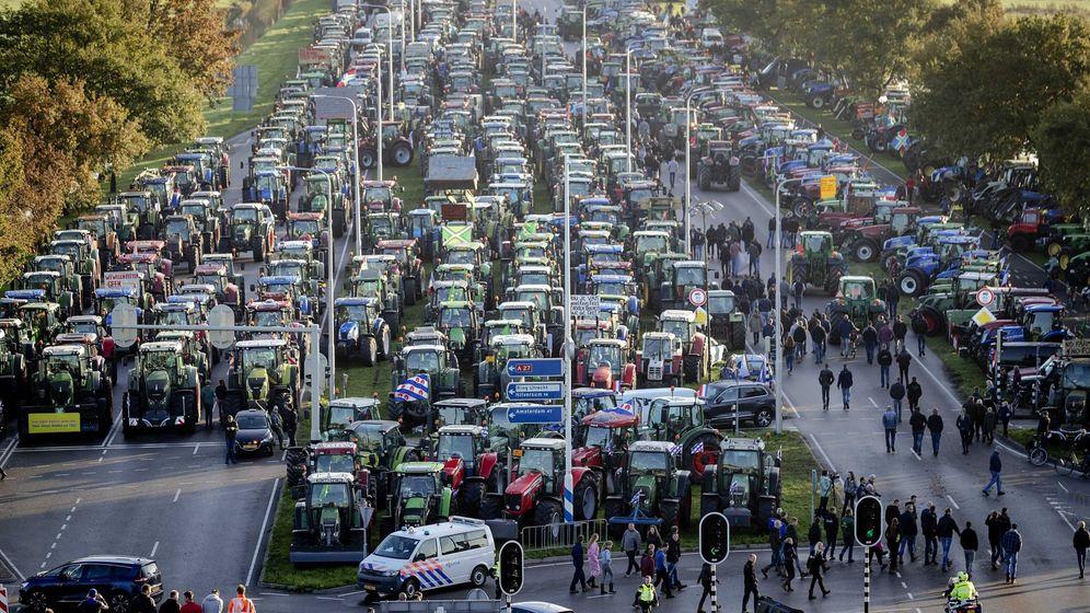 Foto: Granjeros neerlandeses protestan contra plan de emisiones. (EFE)