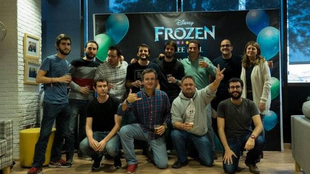 Foto: Parte del equipo de Genera Games celebra el éxito de Frozen. (Genera Games)