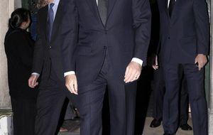 El príncipe Felipe se presenta por sorpresa en el funeral del marqués de Távara