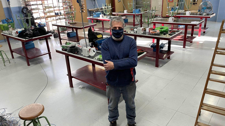 Carlos Borrero, profesor de electricidad en la Fundación Don Bosco. (J. L. Losa)
