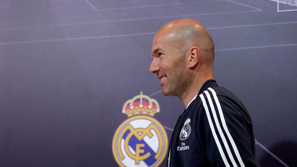 Foto: Zidane está probando todas sus piezas para saber qué necesita para el próximo curso. (EFE)