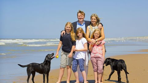 Máxima de Holanda y su familia celebran el inicio de sus vacaciones con un posado en la playa