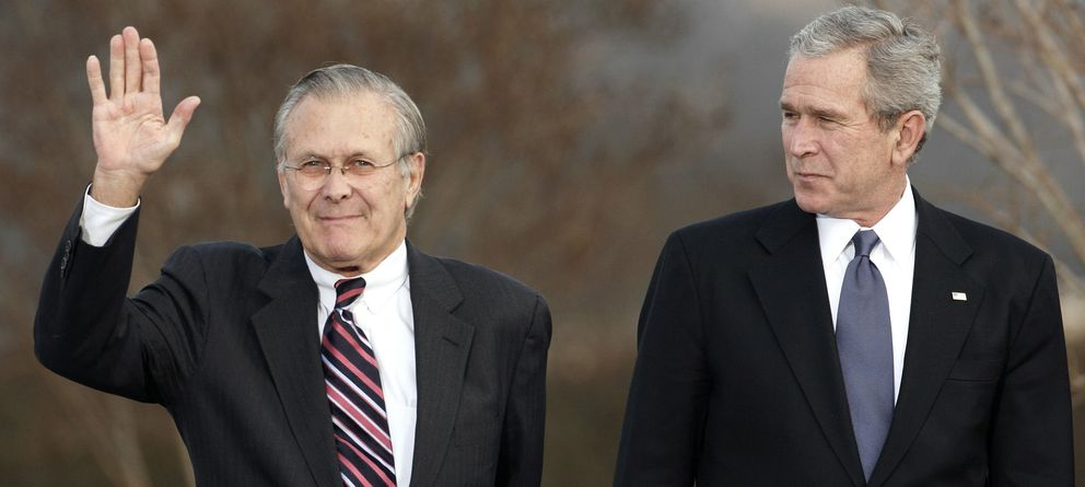 Foto: Donald Rumsfeld y George W. Bush , en 2006. (Reuters)