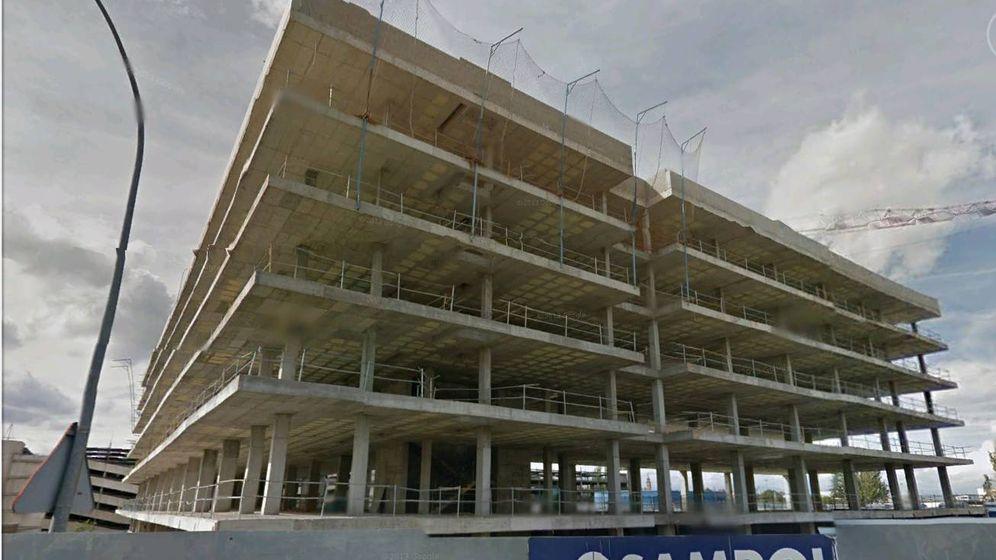 Foto: Vista de las obras del hotel a medio construir.
