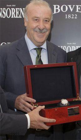 Foto: Del Bosque recauda 24.000€ por su reloj del Mundial