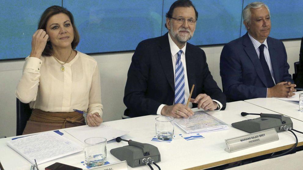 """Rajoy exige a sus 'barones' que dejen de """"enredar"""" y se centren"""