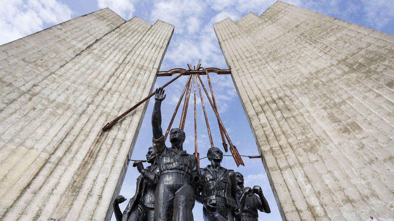 Foto: El monumento a Onésimo Redondo en Valladolid. (Efe)