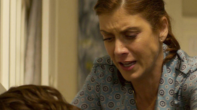 Momento en el que la madre de Hannah encuentra el cuerpo de su hija sin vida. (Netflix)
