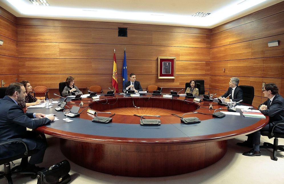 Foto: Pedro Sánchez preside la reunión telemática del Consejo de Ministros, este 17 de marzo en el búnker de la Moncloa. (EFE)